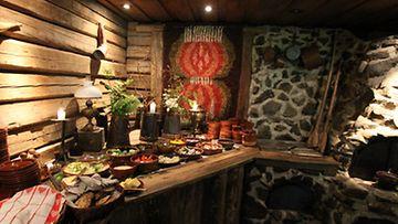 Ravintola Piikatytössä pääsee herkuttelemaan keskiaikaisessa tunnelmassa.