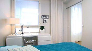 Master bedroom / Walk-in-Closet / kylpyhuone-kombo