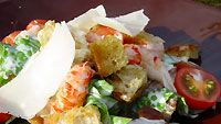 Caesarsalaatti katkaravuilla