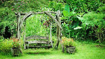 Haaveiletko villiintyneestä, romanttisesta puutarhasta?