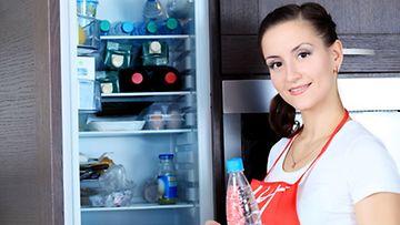 Jääkaapista tulee helposti bakteerien unelma, jos sen siisteydestä ei huolehdi säännöllisesti.
