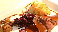 Kaakaomarinoitua jäniksenfileetä täyteläisessä, punaviinillä maustetussa suklaak