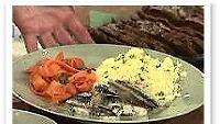 Silakkapihvit, perunalunta ja porkkanakiehkuroita