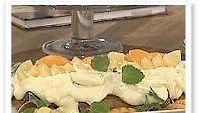 Kaura-vaniljakastikeella kuorrutettu munaton ja maidoton kakku