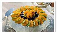 Kevyt hedelmäinen täytekakku