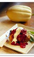 Jauheliha-punajuurikastike sopii uuniperunan täytteeksi, nokare smetanaa tai ran