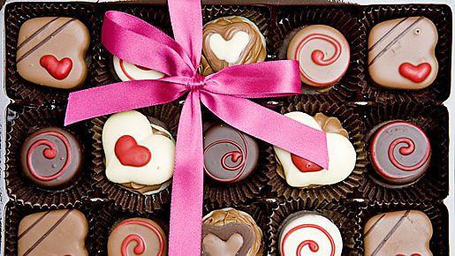 Suklaakonvehtit voi koristella kauniisti sydämin