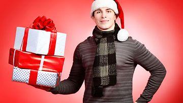 Jos mies ei kerro lahjatoiveistaan, voi pakettiin olla vaikea keksiä sisältöä.