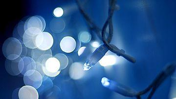 Jouluvalot koristavat niin ulkona kuin sisälläkin.