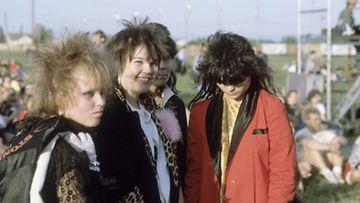 Muodikkaasti pukeutuneita tyttöjä Sunrock-festivaaleilla Forssassa kesäkuussa 1983.
