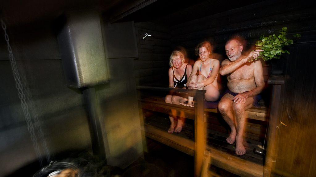 nainen suihkussa alasti Raahe