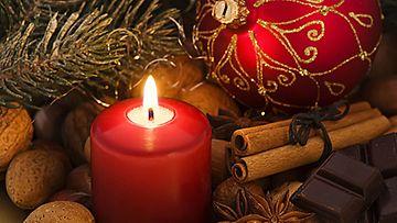 Mantelit ja kanelitangot tuovat joulutunnelmaa.