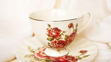Itse tehdyn kynttilän voi valaa esimerkiksi yksinäiseen, kauniiseen kahvikuppiin.