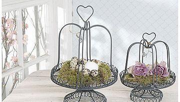 Sisustusliike Romanticon koreihin voi tehdä vaikkapa jouluisen asetelman.