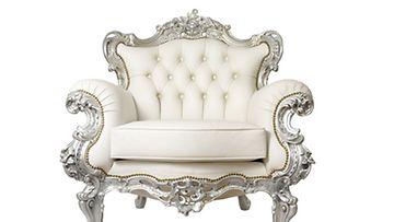 Vanha tuoli saa uuden ja modernin elämän taitavan kotikonstein.