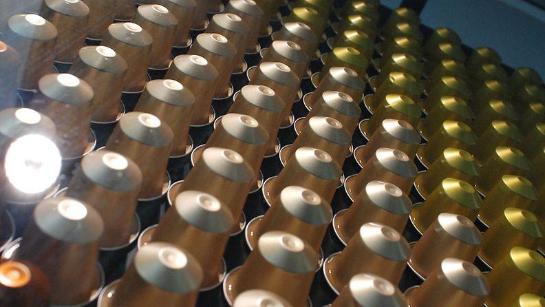 Nespresson toimistolla Keilaniemessä komeilee kahvipatruunoista tehty uniikki taideteos.