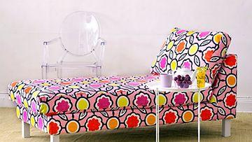 Bemz yhdistää myös Designers Guildin Sagrada Blossom -kuosin Ikean divaaniin.