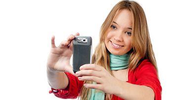 Kännykkä kulkee monen mukana kaikkialla.