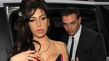 Amy Winehouse ja Reg Traviss (Wireimage)