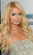 Vuonna 2011 Paris Hilton on sinisilmäinen.