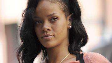 Rihanna rakastaa miehen tuoksua.