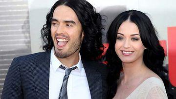 Katy Perry ja Russel Brand palkkasivat kissakuiskaan.