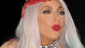 Lady Gaga suusutti osan yleisöstä.