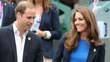 Prinssi William alkoi kaljuuntua 25 vuotiaana.
