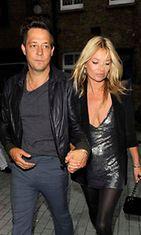 Kate Moss ja Jamie Hince vierailivat taidegalleriassa.