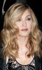 Madonnan huhutaan nostattaneen poskipäitään ja käyttäneen muun muassa Botoxia.