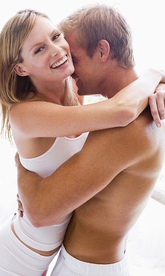 alaston nainen ja mies mopo
