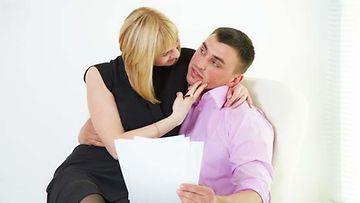 Työpaikkaromanssi voi romahduttaa itsetunnon.