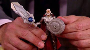 Anthony Hopkinsista valmistettu Thor-nukke