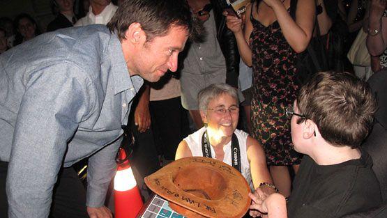 Hugh Jackman tapasi nuoren pyörätuolissa istuvan faninsa