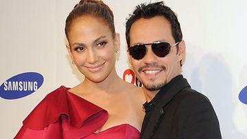 Jennifer Lopez ja Marc Anthony poseerasivat yhdessä heinäkuussa 2011.
