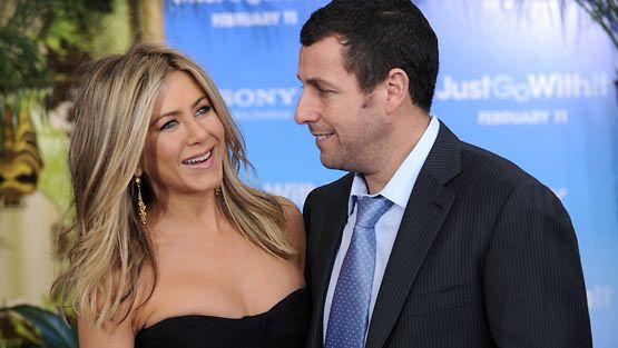 Jennifer Aniston ja Adam Sandler tähdittävät elokuvaa Just Go with It.