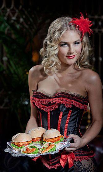 Nando's-hampurilaisia markkinoi burleskityylinen neito