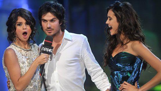 Selena Gomez, Ian Somerhalder ja Nina Dobrev MuchMusic Video Awards -gaalassa.