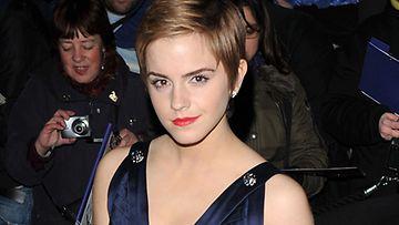 Emma Watson oli pukeutunut avonaiseen pukuun Bafta-gaalan ennakkotilaisuudessa.