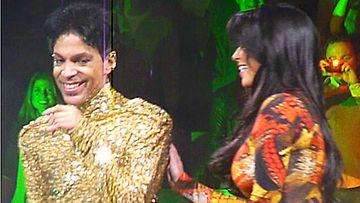 Kim Kardashian pääsi Princen keikalla lavalle.