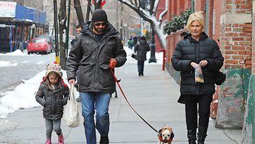 Hugh Jackman on naimisissa Deborra-Lee Furnessin kanssa. Tyttären nimi on Ava Jackman.