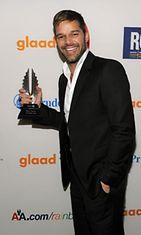 Ricky Martin palkittiin vuotuisessa GLAAD Media Awards -gaalassa New Yorkissa 19.3.2011.
