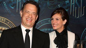 Tom Hanks ja Julia Roberts ovat päärooleissa elokuvassa Larry Crowne.