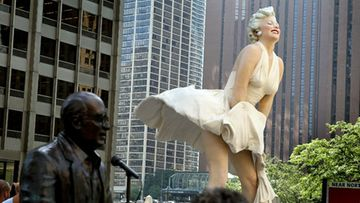 Taiteilija Seward Johnsonin Marilyn Monroe-patsas