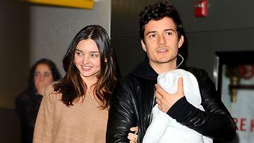 Miranda Kerr ja Orlando Bloom Flynn-vauvan kanssa