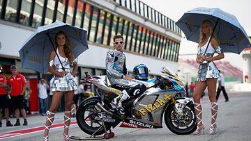Espanjan Alvaro Bautista grid girlien kanssa. MotoGP of San Marino, Misano World Circuit  2011