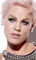 7.8.2012: Pink on uusi Covergirl-kasvo.