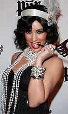 Kim Kardashian pukeutui 1920-luvun henkisesti Halloween-juhlissa vuonna 2008.