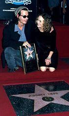 Johnny Deppin ja Vanessa Paradisin ensiesiintyminen yhdessä vuonna 1999