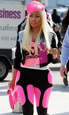 Nicki Minaj kuvattiin poistumassa Lontoon Heathrown lentokentältä.
